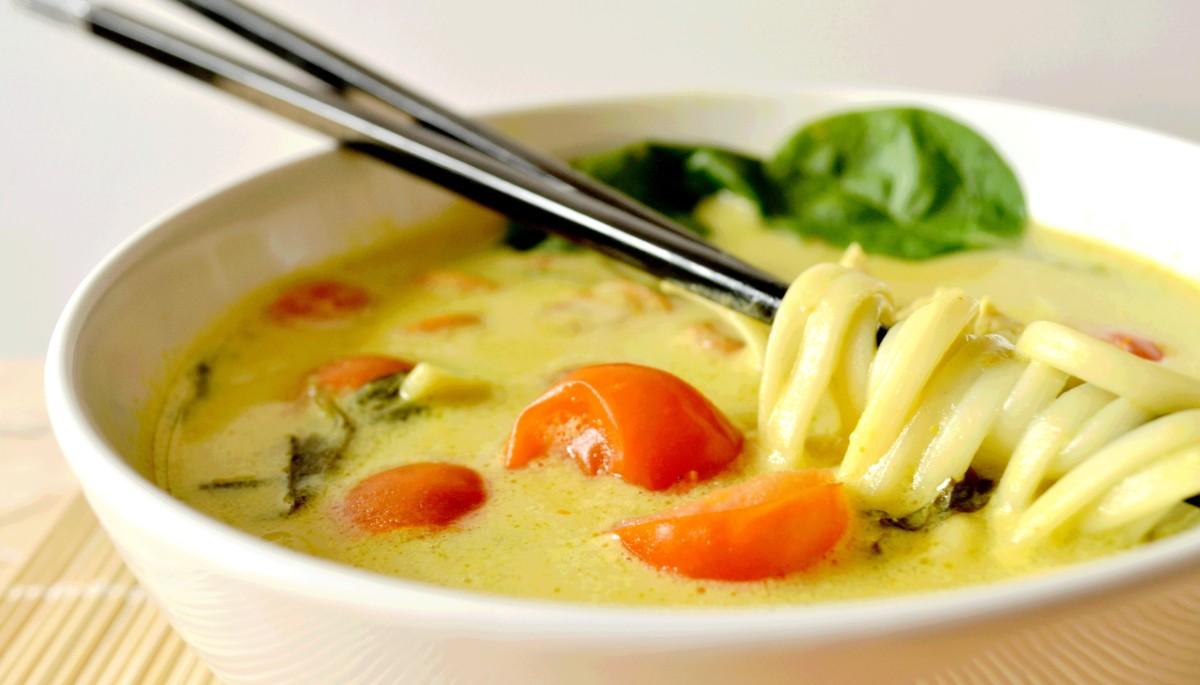 Khao Soy - Soupe thaïlandaise - Poulet, Curry & Lait de Coco