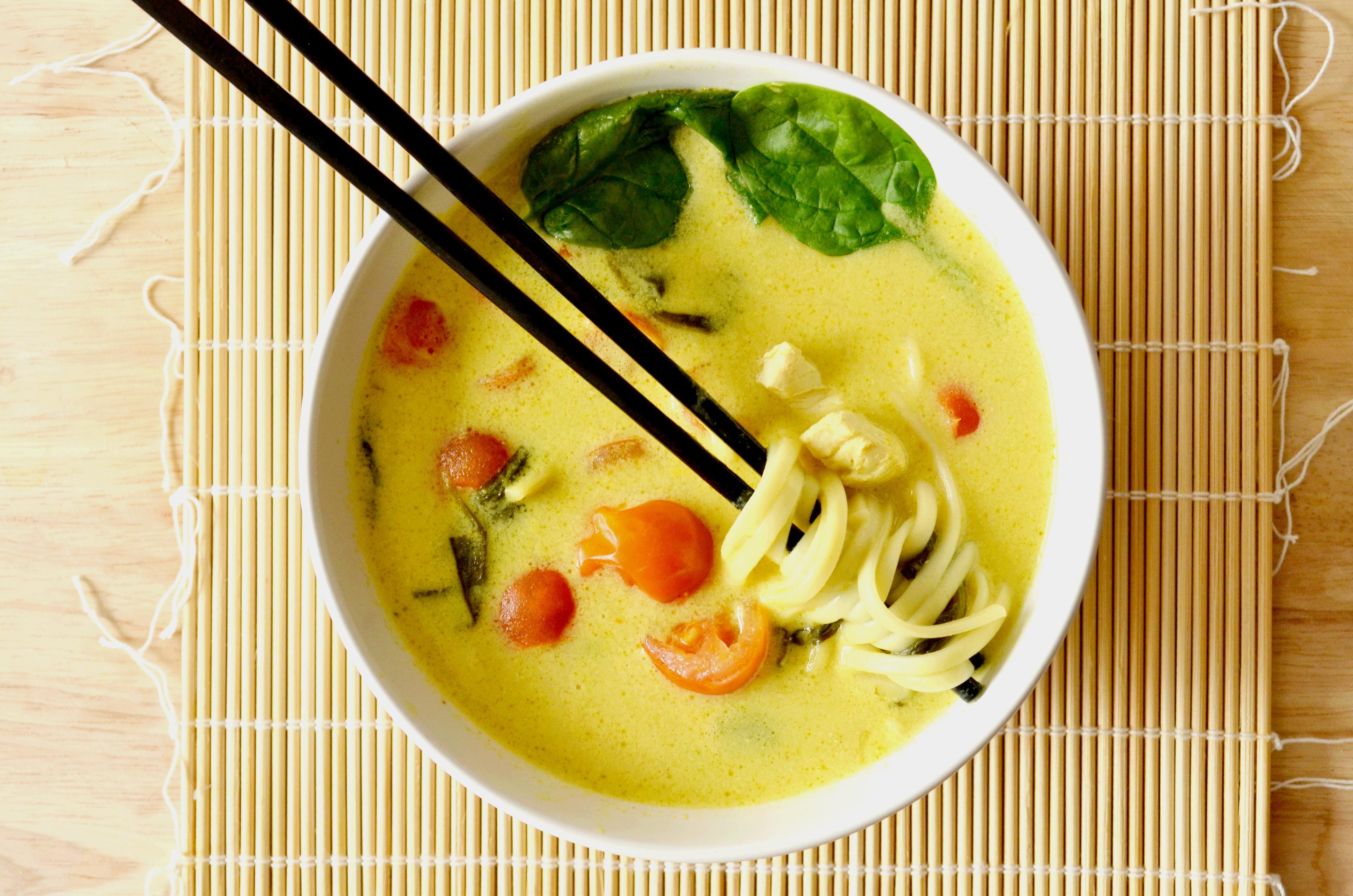Khao Soy Soupe Thailandaise Poulet Curry Lait De Coco Les