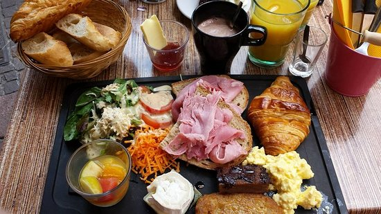 Atelier de Grand-Père https://www.facebook.com/LAtelier-dGrand-P%C3%A8re-569013833193053/ Le brunch de Papi saura ravir tous les affamés dominicaux.