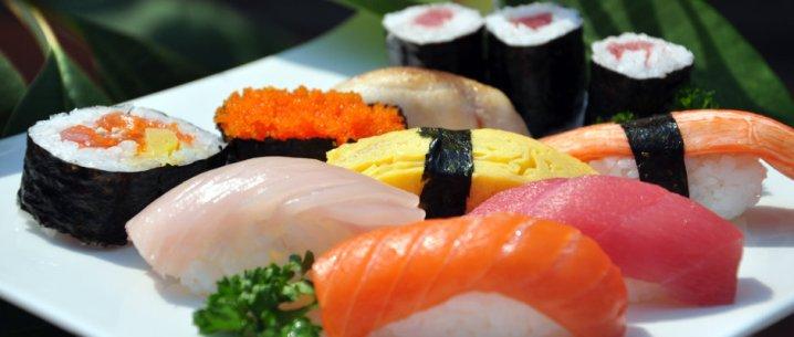 Shoon http://www.shoon.fr/ Au Shoon on dévore les meilleurs sushis de Strasbourg et à prix plutôt raisonnable. Le cadre est très agréable, tout en bois, à la manière des Izakayas (petits bars à tapas japonais), avec des tables hautes et une ambiance très conviviale. Tout y est extrêmement frais et les choix du chef sont toujours de circonstance. Idéal pour des repas à deux ou entre amis. Réservation plus que conseillée. Adresse : 51 Route de l'Hôpital
