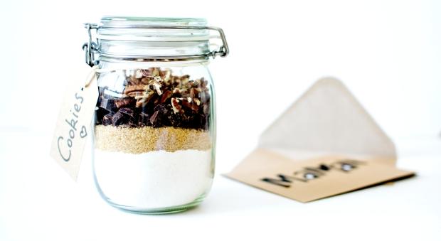 diy un bocal de pr paration pour cookies chocolat noix de p can les cookines. Black Bedroom Furniture Sets. Home Design Ideas