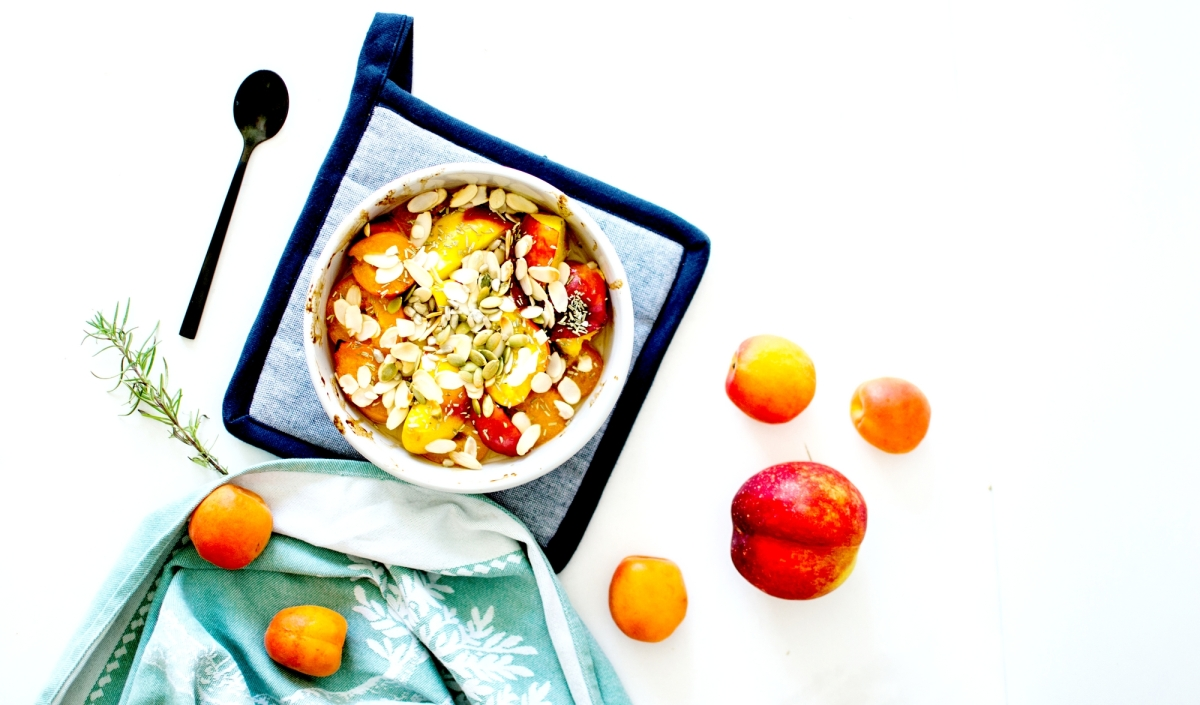 Abricots et nectarines rôtis - Miel, romarin & graines