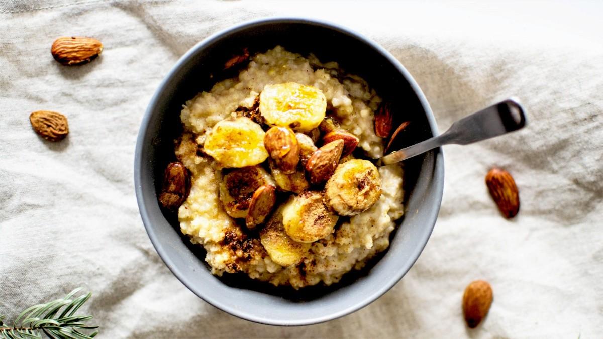 Porridge de Millet - Bananes & Amandes rôties