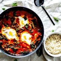 Poêlée d'épinards et tomates aux œufs - Façon Shakshouka